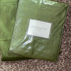 Beautiful olive potterybarn drape/curtain set